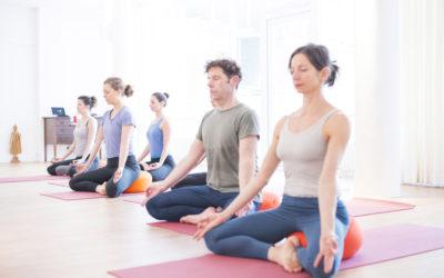 Yogakurse zum Einsteigen im Herbst