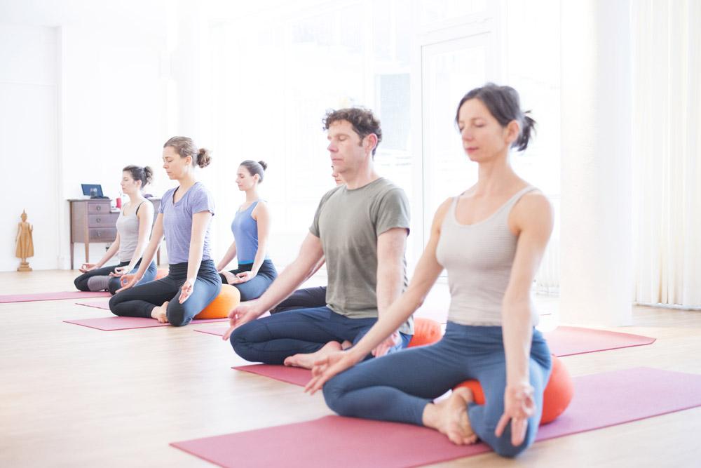 Mehr Körperbeherrschung, Flexibilität und Achtsamkeit durch den Shine! Yogakurs in Köln Lindenthal